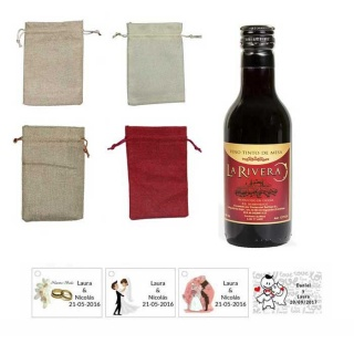 Vino para bodas con tarjeta personalizada y bolsa de saco