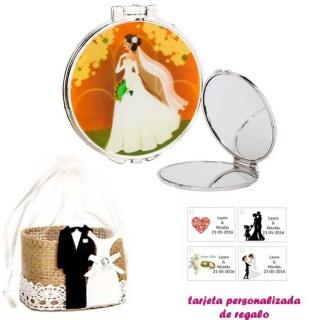 Espejo con una elegante novia con velo, con bolsa de yute y tarjeta personalizada
