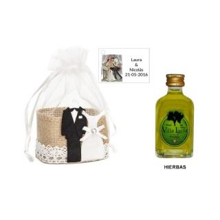 Licor hierbas en cesta y tarjeta personalizada