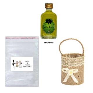 Licor hierbas en cesta bolsa celofán y tarjeta