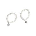 Pulseras de perlas Blancas con llamador brillante(precio unidad)
