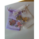 bolsa de organza con broche de flores surtidas tarjeta sin imprimir